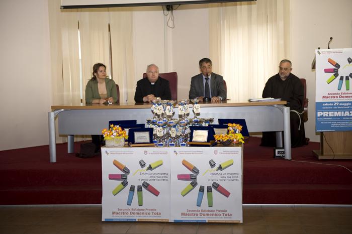 ass. Bocola - Mons. Mario Cota - sindaco Savino . Padre Luciano Lotti